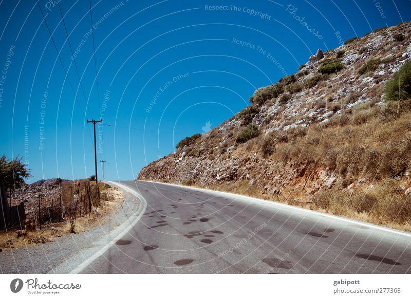 on the road again Griechenland Kreta Menschenleer Verkehr Verkehrswege Straßenverkehr Wege & Pfade Unendlichkeit trocken wild blau braun Fernweh Abenteuer
