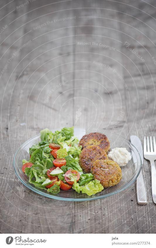 reisbratlinge Lebensmittel Gemüse Salat Salatbeilage Ernährung Mittagessen Bioprodukte Vegetarische Ernährung Geschirr Teller Besteck Messer Gabel Gesundheit