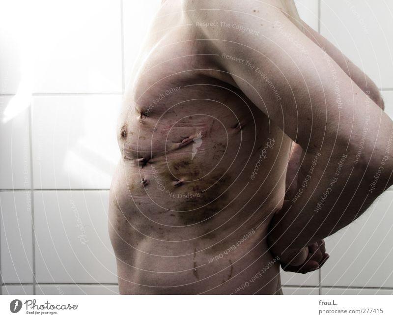 Trotz alledem! Mensch Mann nackt Erwachsene Gesundheit Gesundheitswesen maskulin Kraft stehen 45-60 Jahre Bad Männlicher Senior Krankheit Wut Körperpflege Mut