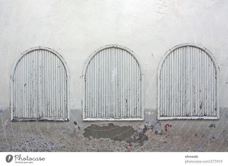 Closed Haus Architektur Mauer Wand Fassade Fenster Fensterladen weiß Einsamkeit Unlust 3 geschlossen Farbfoto Gedeckte Farben Außenaufnahme Strukturen & Formen