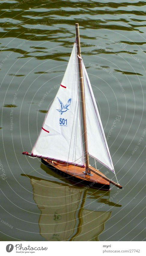 Segelboot See Wasserfahrzeug Segeln Reflexion & Spiegelung Paris Park Freizeit & Hobby Muster grünes Wasser