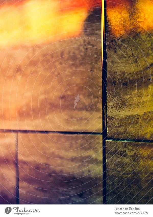 Fish&Chips, Stadtzentrum Mauer Wand ästhetisch mehrfarbig gold Gefühle Fliesen u. Kacheln Stein Steinplatten Nachtleben Stadtleben Reflexion & Spiegelung