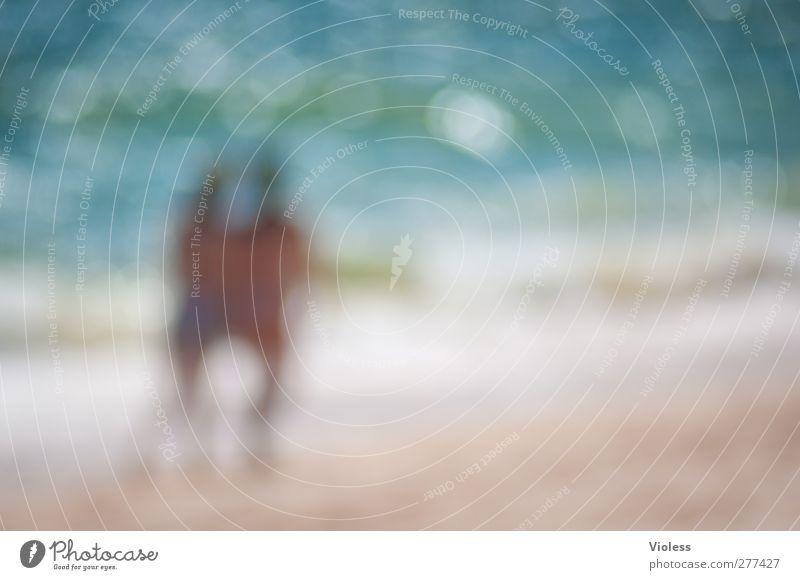 ...together Schönes Wetter Wellen Küste Strand Meer Erholung Freude Strandspaziergang Ferien & Urlaub & Reisen Farbfoto Experiment Textfreiraum rechts