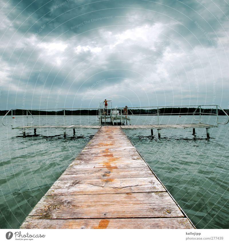 olympischer gedanke Mensch Kind Mann Wasser Sommer Wolken Erwachsene Leben See Schwimmen & Baden Körper Freizeit & Hobby stehen Schwimmbad Unwetter Steg