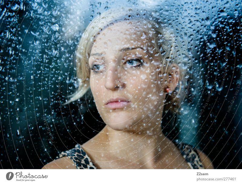 daydream Stil Mensch feminin Junge Frau Jugendliche 18-30 Jahre Erwachsene Wassertropfen schlechtes Wetter Regen Fenster Piercing blond langhaarig Denken
