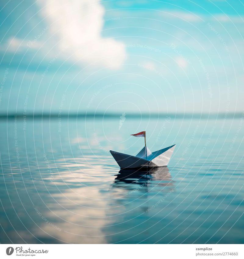 Papierschiff mit Flagge auf dem Meer Kind Himmel Ferien & Urlaub & Reisen Sommer Erholung ruhig Freude Reisefotografie Ferne Strand Gesundheit Küste Freiheit