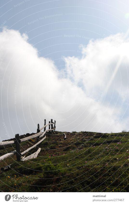 Zaun Natur Landschaft Luft Himmel Wolken Sonne Sommer Schönes Wetter Gras Moos Hügel Berge u. Gebirge Ferien & Urlaub & Reisen Farbfoto Außenaufnahme