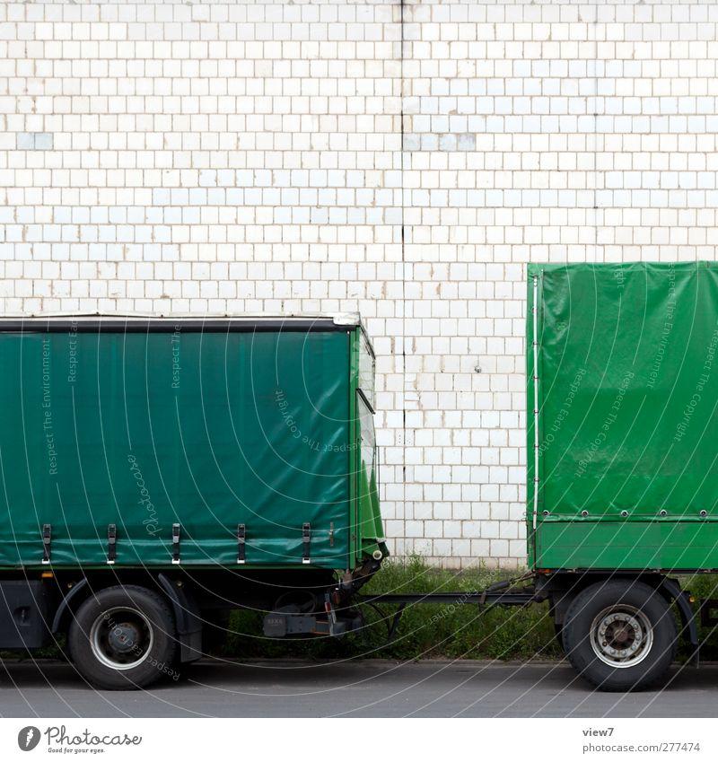 Trailer Einsamkeit Haus Wand Mauer Verkehr authentisch einzigartig Güterverkehr & Logistik Fabrik Ende Backstein Lastwagen Verkehrswege Fahrzeug parken