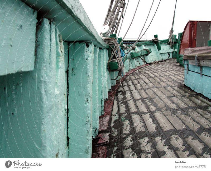 boot Wasserfahrzeug Schiffsplanken Holz Seil historisch
