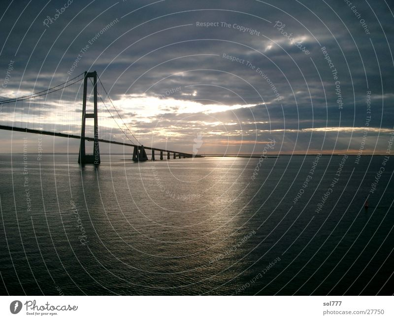 zwischen Kiel und Oslo Meer Fähre unterwegs Ferne Brücke Sonne Wasser