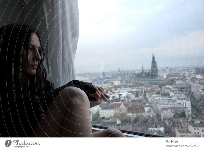 50° 57´04 N 6° 57´35 O Wohnung Raum feminin Frau Erwachsene Haut Gesicht Beine 1 Mensch 30-45 Jahre Köln Stadt Hochhaus Kirche Bauwerk Gebäude Fenster