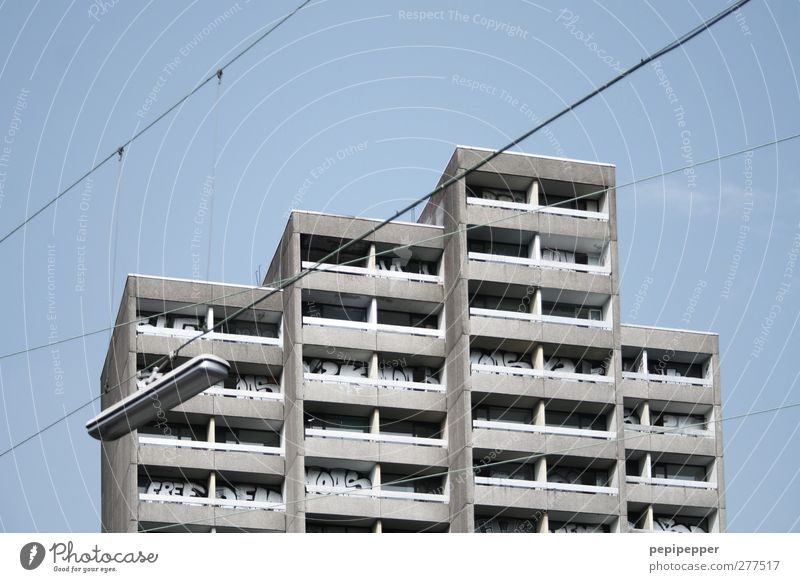 IIII alt Stadt Haus Fenster Wand Mauer Gebäude Linie Wohnung Fassade Hochhaus Häusliches Leben Bauwerk Skyline Balkon Ruine