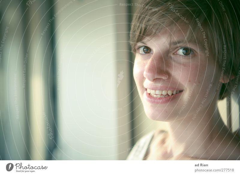man reist nicht um anzukommen sondern um zu reisen Mensch Frau Jugendliche schön Erwachsene Gesicht Auge Junge Frau Glück lustig Mode 18-30 Jahre blond glänzend
