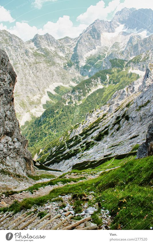 fast oben Himmel Natur Ferien & Urlaub & Reisen Pflanze grün Sommer Landschaft ruhig Wolken Berge u. Gebirge Gras Wege & Pfade Schnee Felsen frei hoch