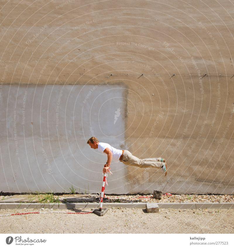 olympisch Mensch Mann Erwachsene 1 springen Barriere skurril sportlich Farbfoto Außenaufnahme Textfreiraum oben Kontrast Ganzkörperaufnahme Blick nach unten