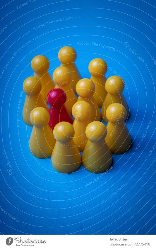 In der Gruppe Kind lernen Sitzung Team Menschengruppe Spielzeug Kunststoff sprechen Kommunizieren blau gelb Zusammenhalt Vorgesetzter außergewöhnlich Vielfältig