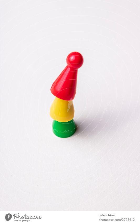 Dreier Koalition Karriere Sitzung Team Spielzeug Kunststoff bauen gelb grün rot Ordnung Spielfigur Stapel 3 Turm Freude spaßig Politik & Staat hoch Farbfoto