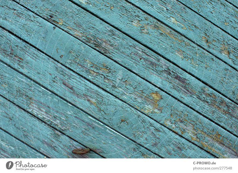 Industriefarbe vs. Wind&Wetter alt Fassade türkis diagonal Holzbrett verwittert Lack Holzwand