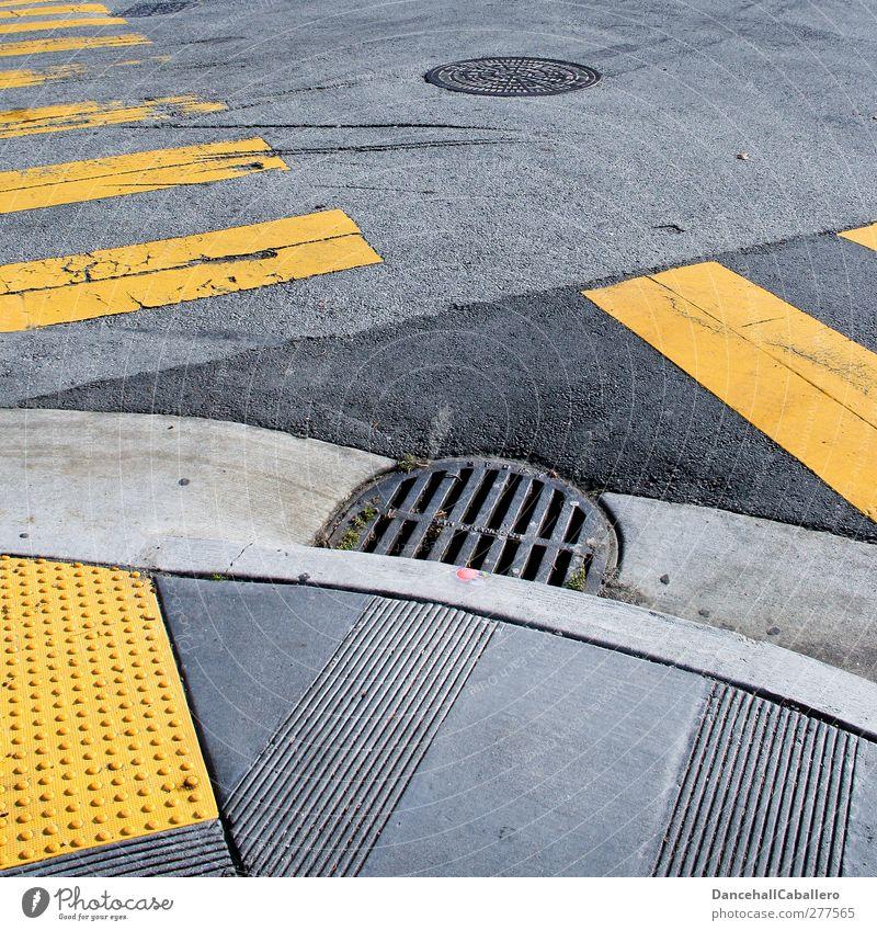 crossroad Stadt schwarz gelb Straße grau Verkehr Schilder & Markierungen Ordnung Geschwindigkeit kaputt Streifen Sicherheit Netzwerk Asphalt Verkehrswege