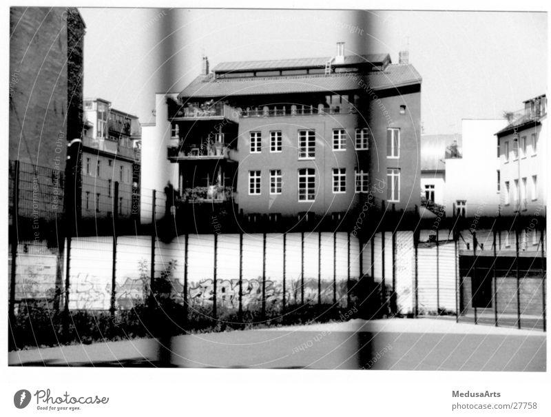 Zaun Haus Fassade Barriere Gitter Fußballplatz