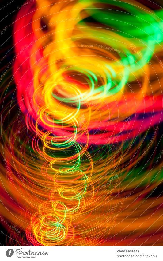Lebhaftes Licht lackierter Whirlpool Tanzen Energiewirtschaft Linie hell Geschwindigkeit grün orange rot schwarz Farbe glühen Spirale Spur Wirbel Kurve