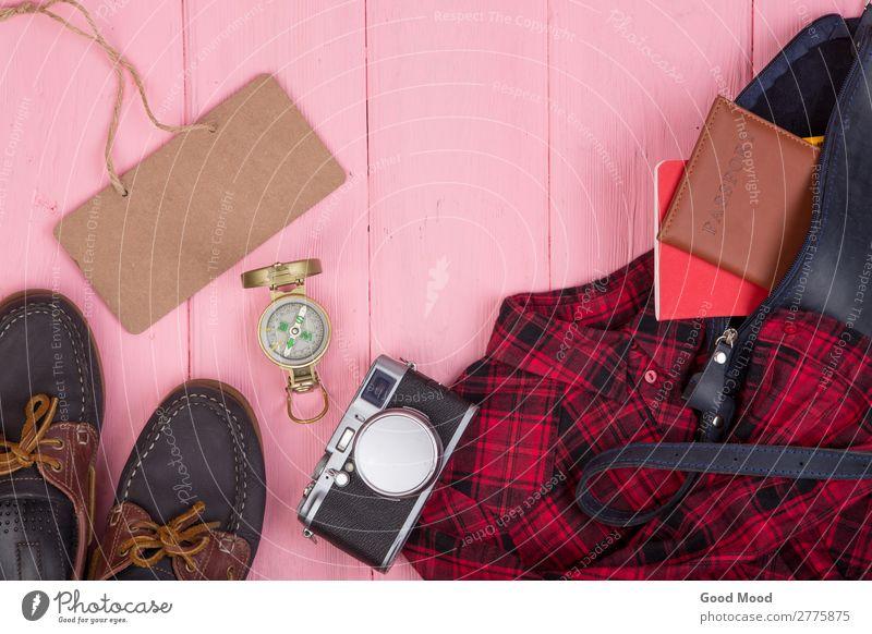 Tasche, Reisepass, Kamera, Kompass, Schuhe, Hemd, Notizblock Lifestyle Ferien & Urlaub & Reisen Tourismus Ausflug Schreibtisch Tisch Tafel Business Fotokamera