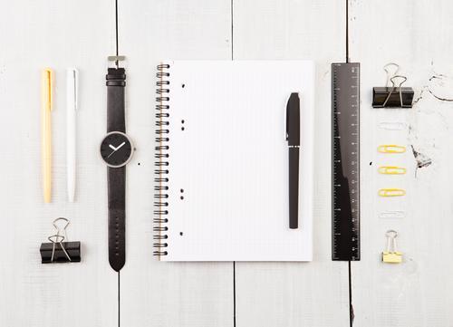 weiß Holz Business Arbeit & Erwerbstätigkeit oben Büro Linie Aussicht Tisch Papier beobachten lesen schreiben Schriftstück Schreibtisch Arbeitsplatz
