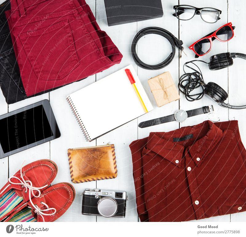 Notizblock, Tablet-PC, Kleidung, Kopfhörer, Kamera, Schuhe, Uhr Ferien & Urlaub & Reisen Ausflug Tisch Computer Fotokamera Bekleidung Hose Jeanshose Leder