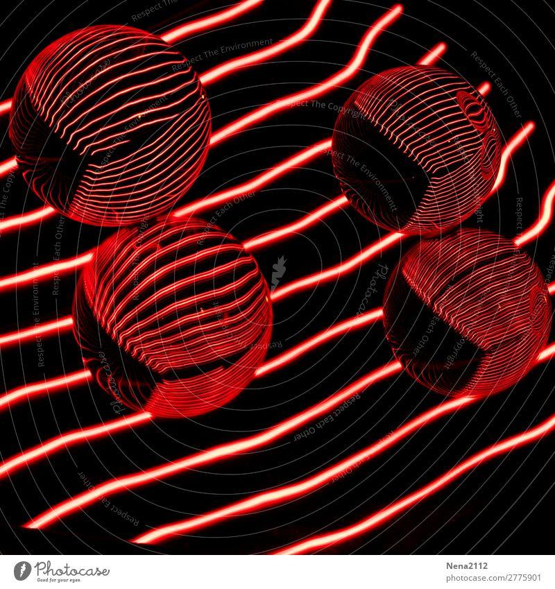 Red reflections I Kunst rund rot Kugel Glaskugel Linie Lichtmalerei Farbfoto Innenaufnahme Studioaufnahme Nahaufnahme Detailaufnahme Experiment abstrakt Muster