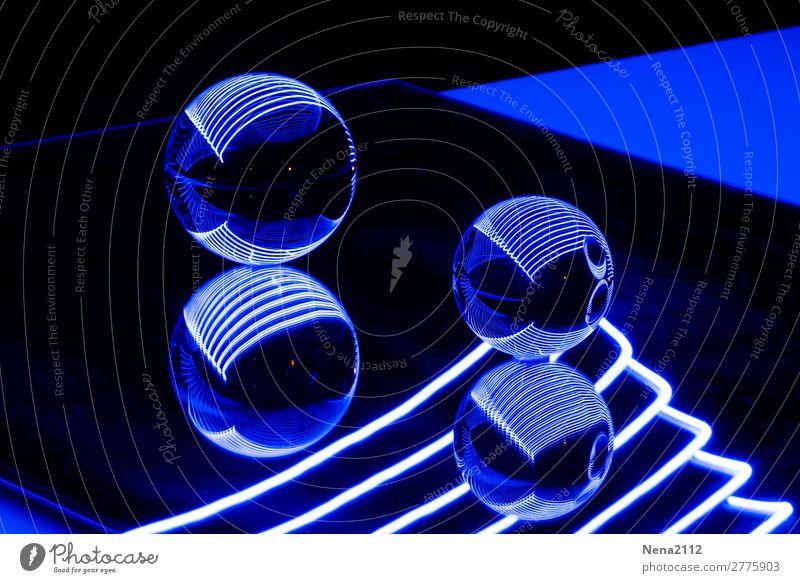 Blue reflections I Kunst rund blau Kugel kugelrund Glaskugel Leuchtdiode Lichtmalerei Farbfoto Innenaufnahme Studioaufnahme Nahaufnahme Detailaufnahme