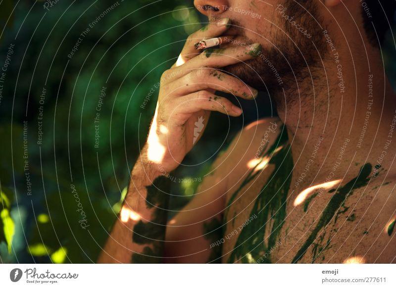 bodypaintingreen Mensch Jugendliche grün Erwachsene Garten Junger Mann 18-30 Jahre maskulin Rauchen Bart Zigarette Dreitagebart Körpermalerei