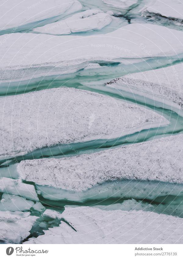 Risse in der Eisschicht Landschaft Gletscher Arktis durchsichtig Wasser Meer Strukturen & Formen abstrakt eisig kalt Natur Frost Muster Winter türkis Konsistenz