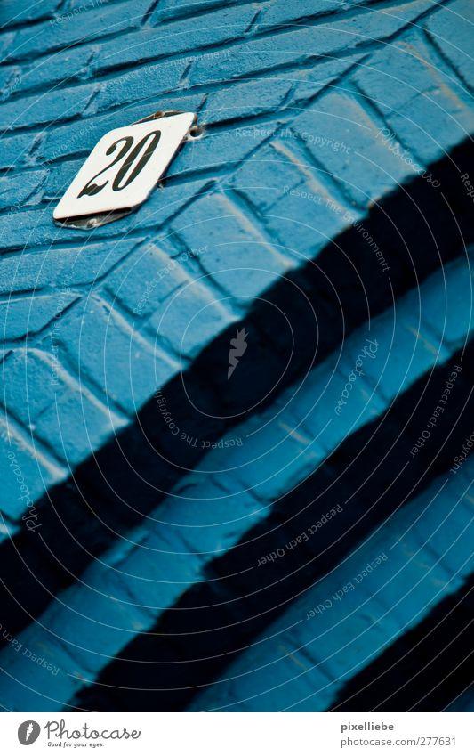 Schlumpfenhausen Haus Einfamilienhaus Tor Gebäude Mauer Wand Fassade Tür Stein Zeichen Ziffern & Zahlen Linie modern blau Umzug (Wohnungswechsel)