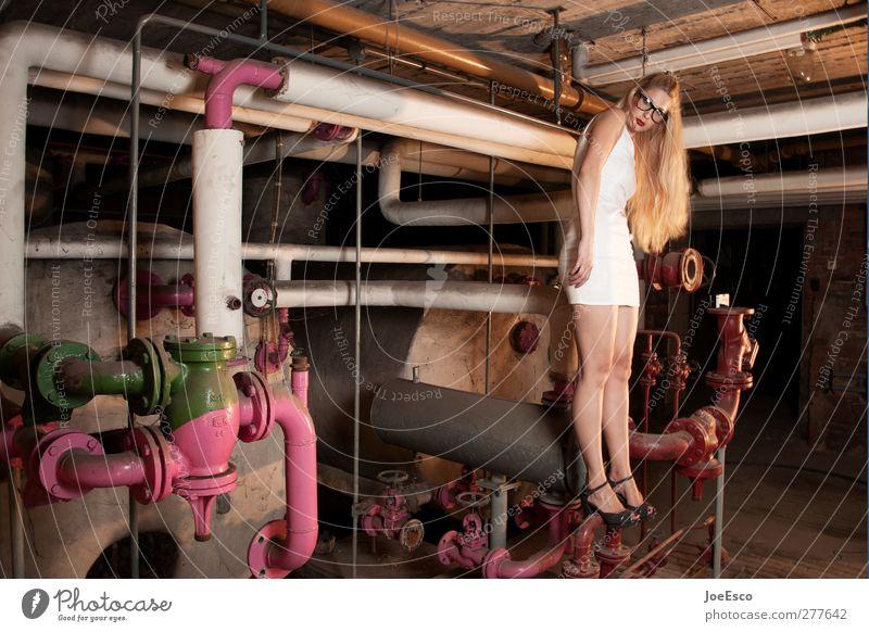 #215581 Mensch Frau Jugendliche schön Erwachsene Leben Haare & Frisuren Traurigkeit Mode träumen 18-30 Jahre Zufriedenheit blond außergewöhnlich wild Lifestyle