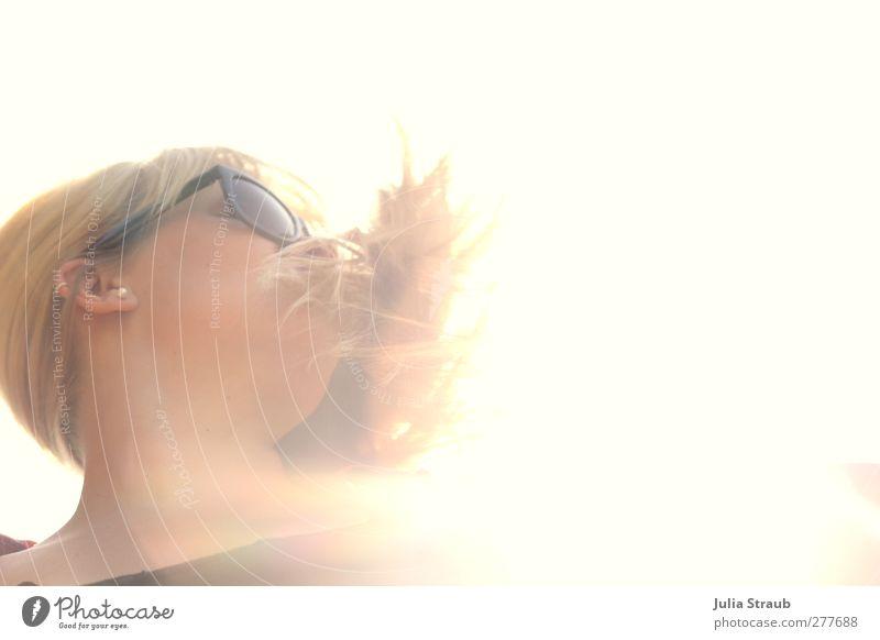 schüttel dein haar... Mensch Frau Jugendliche Erwachsene gelb Leben Junge Frau Haare & Frisuren Kopf 18-30 Jahre blond gold einzigartig langhaarig Sonnenbrille wehen