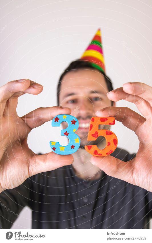 35 Jahre, Jubiläumsfeier Business Karriere Erfolg Mann Erwachsene Hand Finger 1 Mensch 30-45 Jahre Hut Dekoration & Verzierung Holz Ziffern & Zahlen wählen