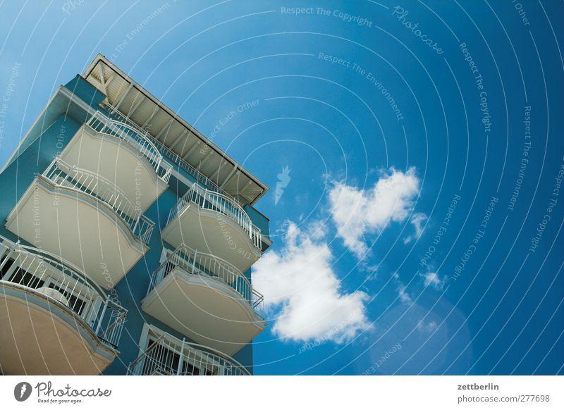 Weitere Balkons Himmel Natur Ferien & Urlaub & Reisen schön Meer Wolken Haus Umwelt Fenster Wand Mauer Wetter Klima Schönes Wetter gut Aussicht