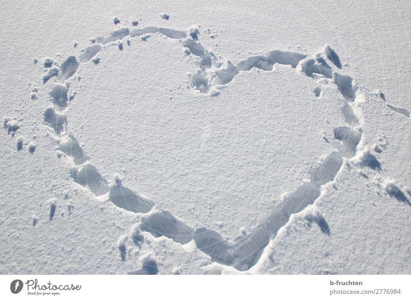 Herzform - Spuren im Schnee Zufriedenheit wandern Winter Fußspur gehen einfach weiß Sympathie Freundschaft Liebe Verliebtheit Freude herzförmig Zeichen