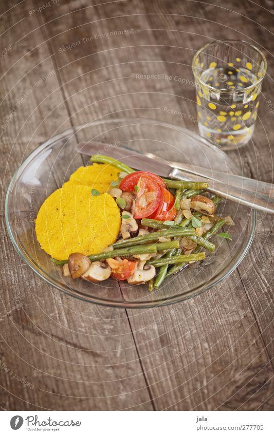 polenta mit bohnengemüse Glas Lebensmittel Trinkwasser Ernährung Getränk Gemüse Appetit & Hunger Geschirr lecker Teller Bioprodukte Tomate Mittagessen Backwaren