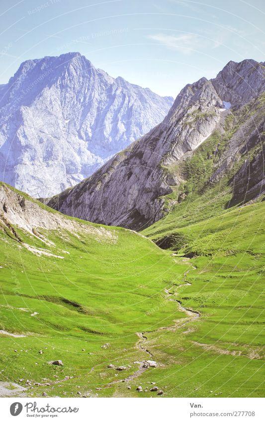 auf halber Höhe Himmel Natur blau Ferien & Urlaub & Reisen grün Sommer ruhig Landschaft Berge u. Gebirge Wärme Gras Wege & Pfade Felsen Erde hoch Alpen