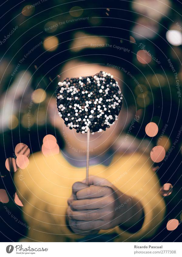 Kind mit Schokoladengeschenk Süßwaren Essen Diät Stil Freude Glück schön Gesicht Freizeit & Hobby Geburtstag Kindergarten Mensch Baby Kleinkind Kindheit Erde