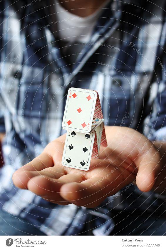 hAlt Stil Kartenspiel Haus Traumhaus Hemd festhalten eckig Optimismus Sicherheit Schutz Geborgenheit Verantwortung Selbstbeherrschung Hand Spielkarte klein