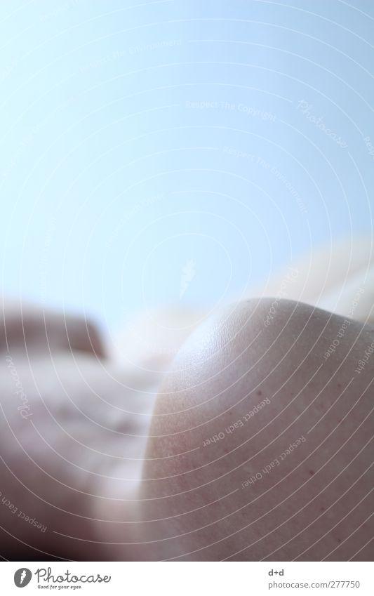 c Frau schön kalt Erotik nackt Körper Haut Körperpflege Schulter bleich Nacken Hautpflege
