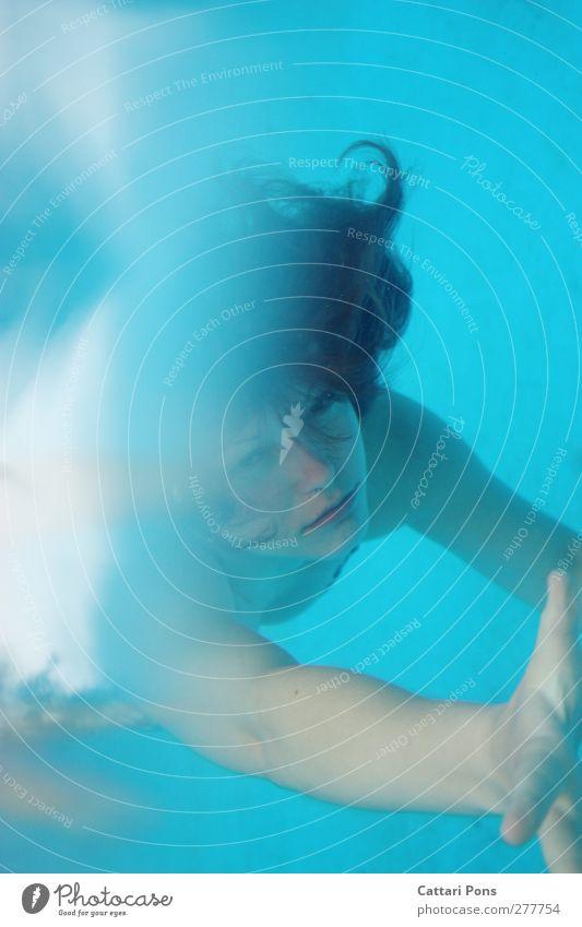 show me your dreams... Mensch Frau Jugendliche blau Wasser Erwachsene kalt feminin Junge Frau Schwimmen & Baden wild Freizeit & Hobby nass einzigartig Schwimmbad tauchen