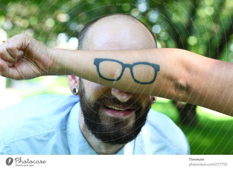 Brillentattoo Mensch Freude Erwachsene lustig Stil außergewöhnlich maskulin verrückt Fröhlichkeit Tattoo Bart trendy exotisch Ohrringe Vollbart