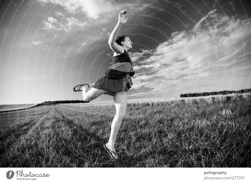 Fly me to the moon Mensch feminin Junge Frau Jugendliche Erwachsene Leben 1 18-30 Jahre Natur Landschaft Pflanze Erde Himmel Wolken Horizont Sommer