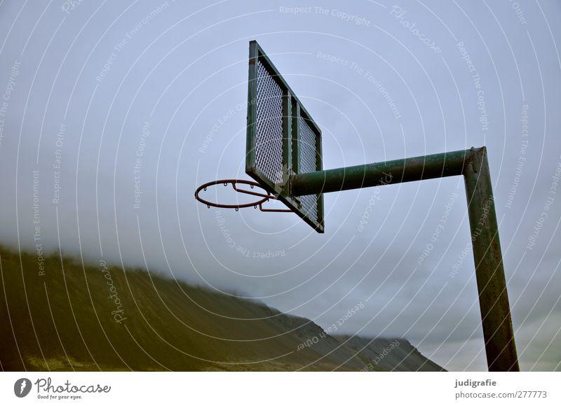 Island Sport Ballsport Basketball Basketballkorb Sportstätten Umwelt Natur Landschaft Wolken Klima schlechtes Wetter Hügel Felsen Berge u. Gebirge