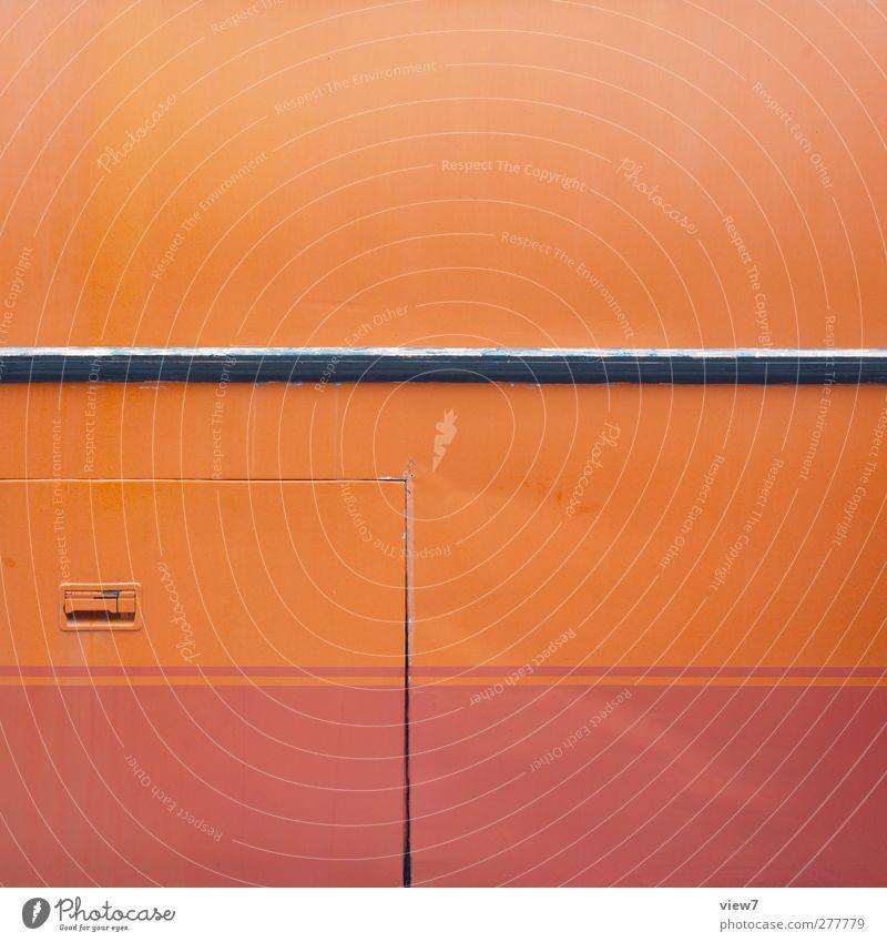 autobus alt rot Wand Mauer Metall Linie orange Ordnung elegant Design Verkehr authentisch modern Streifen einfach Güterverkehr & Logistik