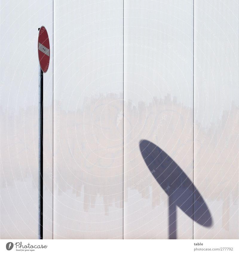 VERBOTEN weiß rot ruhig schwarz Graffiti Wand grau Mauer Gebäude Metall Linie Fassade dreckig Schilder & Markierungen Verkehr stehen