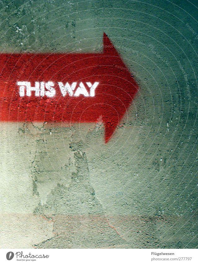 -> Lifestyle Gesundheit Stein Beton außergewöhnlich Jesus Christus Christentum Pfeile Wegweiser Wegekreuz Farbstoff rot Putz Mauer Spray Graffiti Schriftzeichen